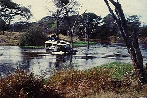 submergedlandrover.botswana